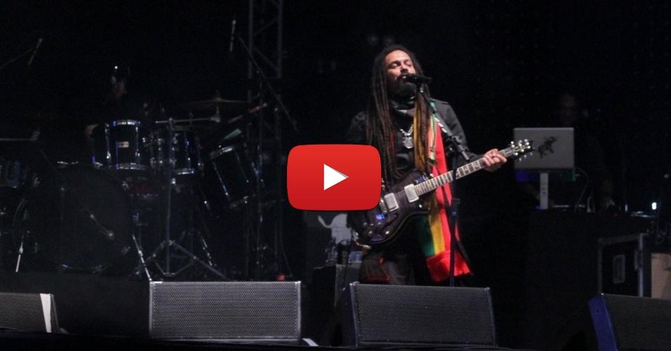 31mai2014---falcao-da-banda-o-rappadurante-show-no-joao-rock-na-noite-deste-sabado