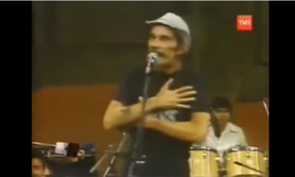Seu Madruga cantando Pablo (Porque homem não chora ... Jennifer Lawrence