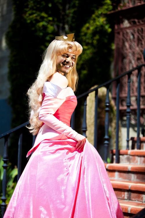 wesley-safadao-com-roupas-de-princesas-da-disney-5